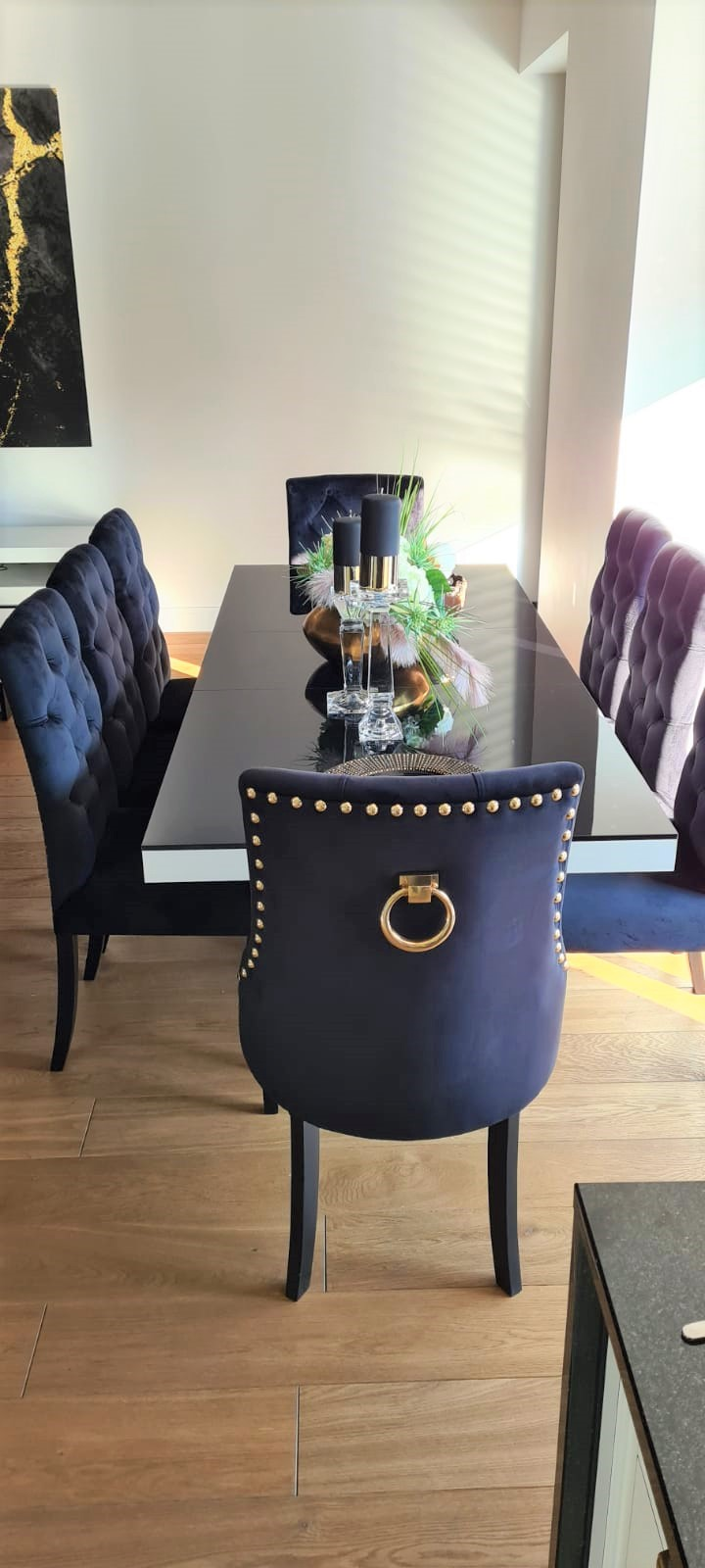 Krzesło Sisi 3 z pinezkami i kołatką w tkaninie Magic Velvet